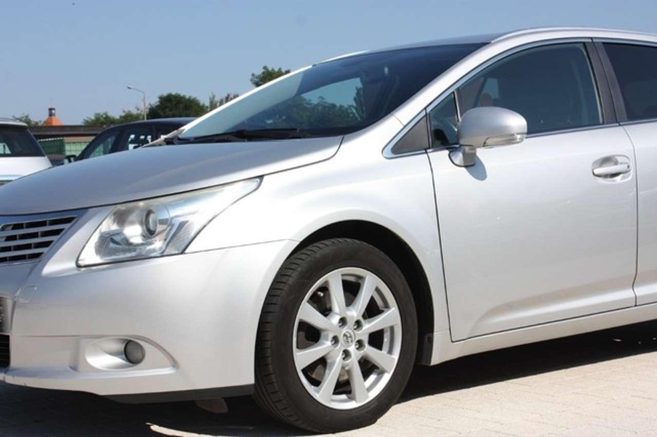 Autos nach Toyota Avensis Combi 2.2 D-4D