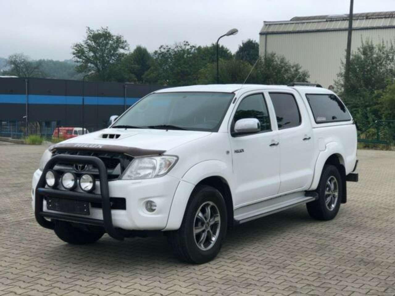 Autos nach Toyota Hilux 4x4 3.0 D-4D Double Cab