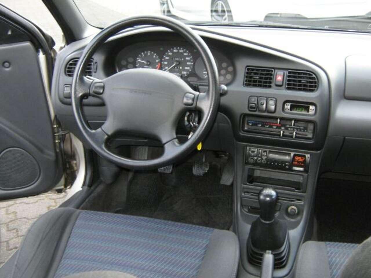 Autos nach Mazda 323