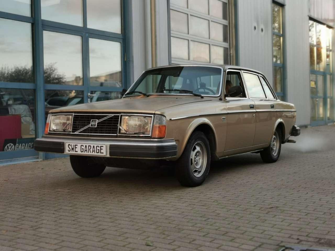 Autos nach Volvo 200 Series