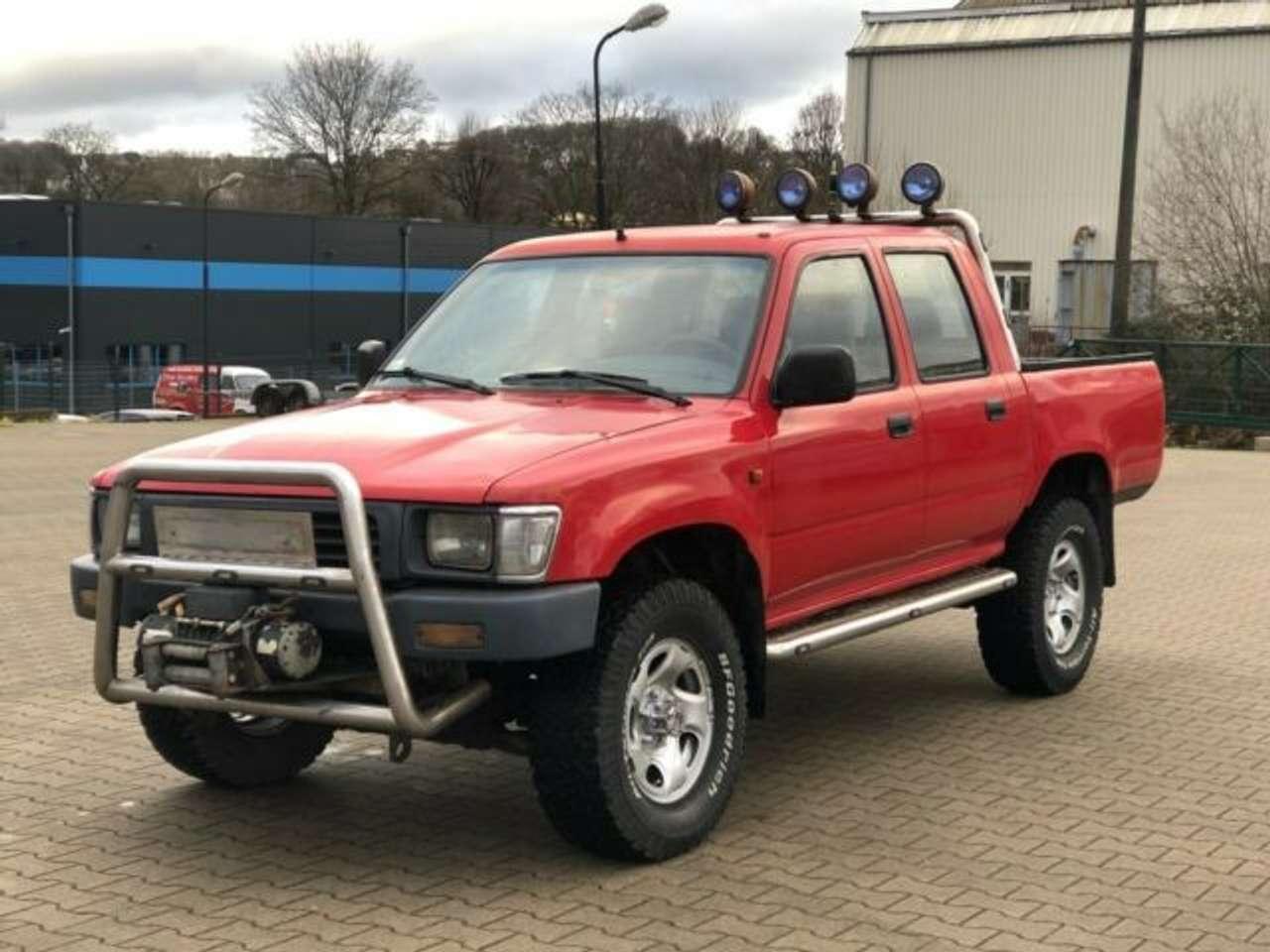 Autos nach Toyota Hilux 4x2