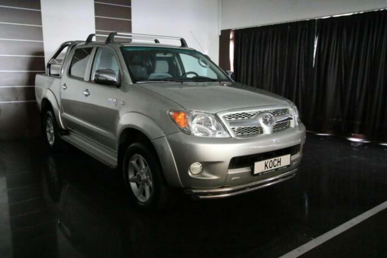 Autos nach Toyota Hilux 4x4 2.5 D-4D Double Cab