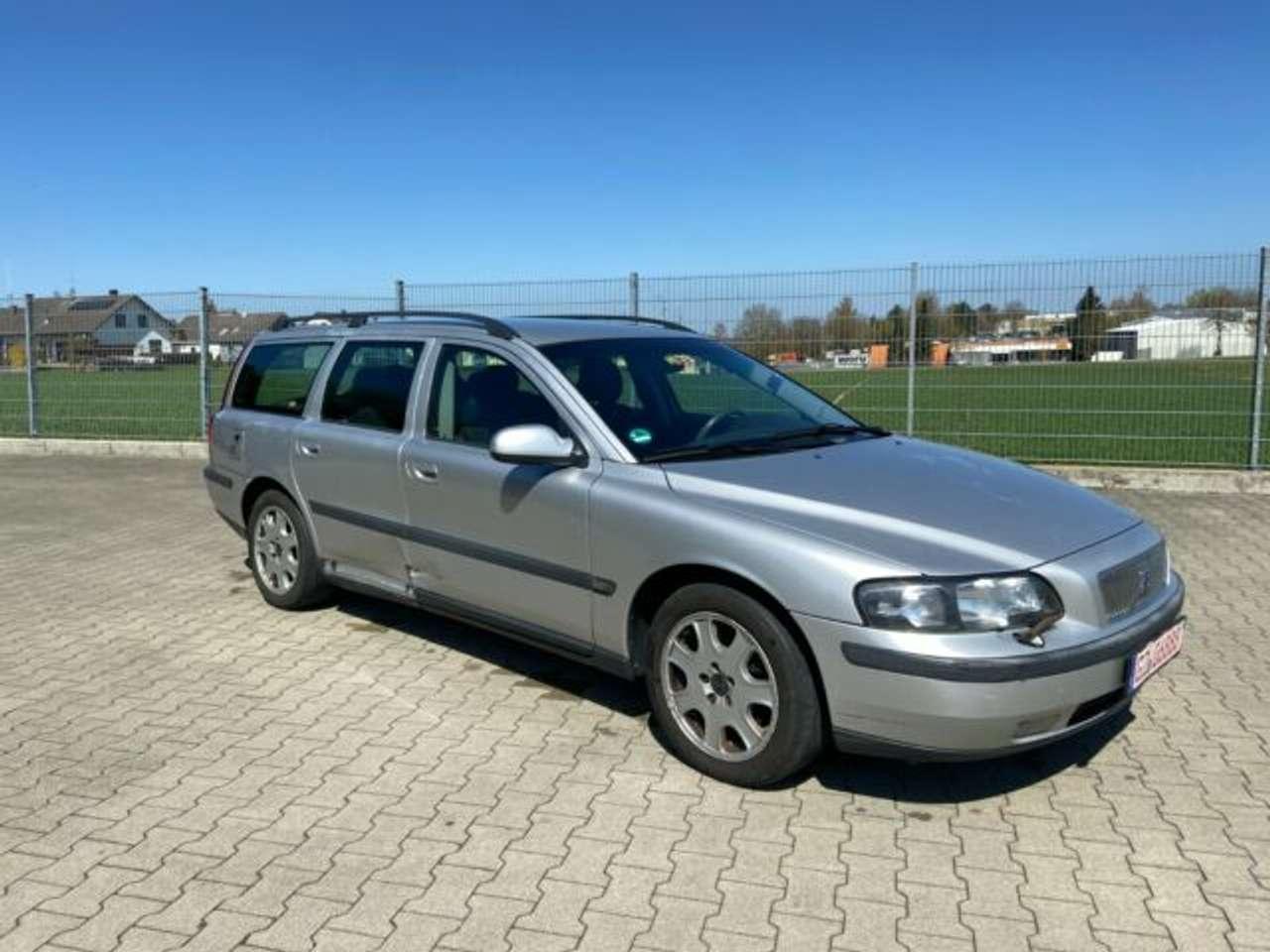 Autos nach Volvo V70 V70 2.4D
